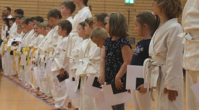 Karate-Prüfungen mit Top-Leistungen