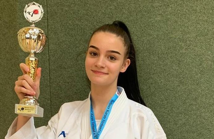 Charleene Tsoucalas ist Berliner Meisterin im Kumite (U18 bis 59KG)